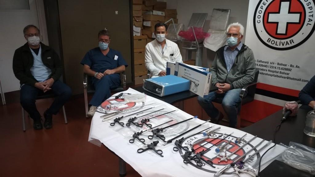 La Cooperadora del hospital entregó instrumentos quirúrgicos al equipo de cirujanos del hospital