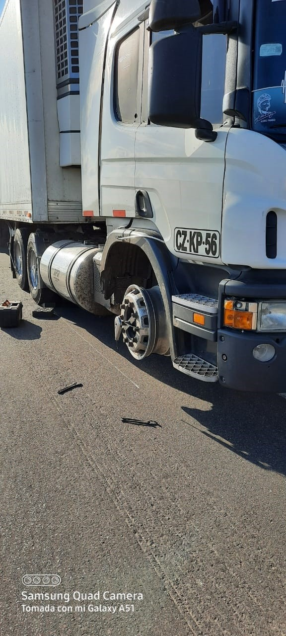 Un camión tuvo un desperfecto sobre ruta 226