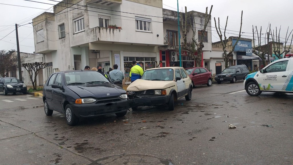 Dos automóviles colisionaron en la esquina de Avenida Brown y calle Bernardo Irigoyen