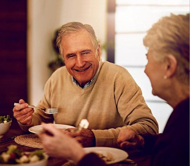 Informe: La carne de pollo presenta grandes ventajas nutricionales a personas mayores