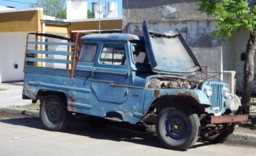 Robaron autopartes de un Jeep