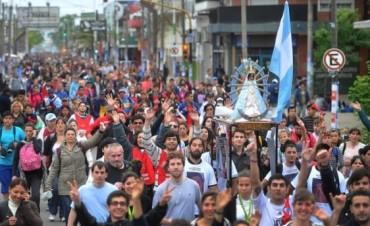 Una multitud caminó toda la noche bajo la lluvia en la 40º Peregrinación a Luján