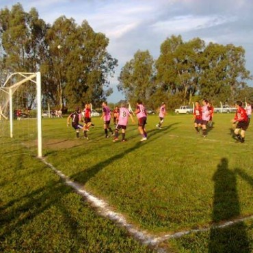 Fútbol Senior: se jugó un partido adelantado