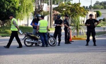 Se enojó cuando le pidieron los papeles de la moto: lo detuvieron