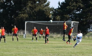 Fútbol Rural Recreativo: La 14 se aleja en la punta