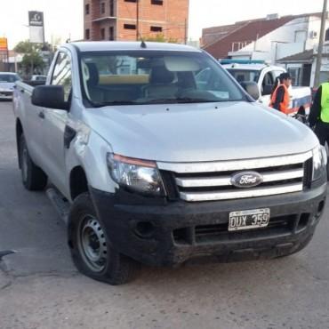 Violento impacto en la intersección de Tres de Febrero y Olavarría