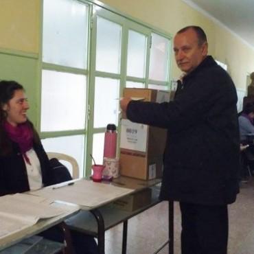 Escuela N°6: Votó Ricardo Criado
