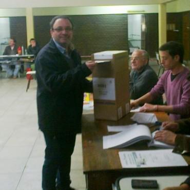 Urdampilleta: Votó Fabián Castillo