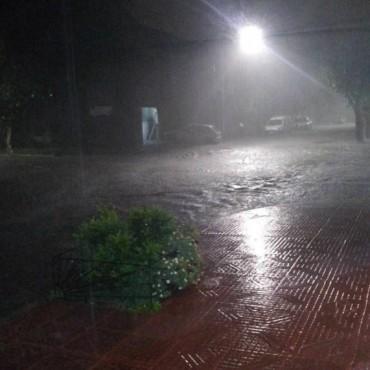 Fuerte temporal afectó la ciudad de Bolívar y Bomberos asistió 4 viviendas con problemas en desagües