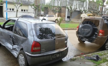 Racha Accidentológica: Increíble impacto con tres vehículos involucrados