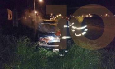 Bomberos: Este domingo incendiaron un auto en Barrio Las Flores