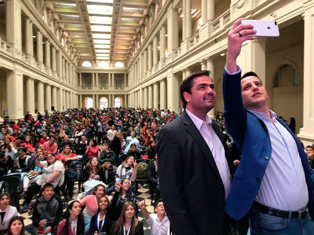 Balbín compartió con los chicos el cierre del Parlamento Juvenil del Mercosur