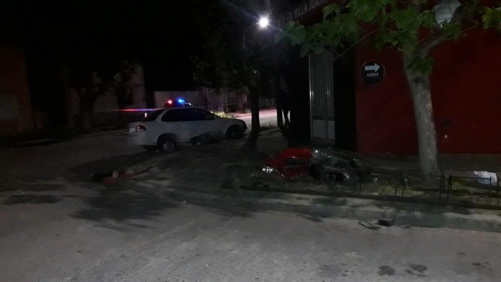 Accidente entre automóvil y moto: motociclista con pronóstico reservado