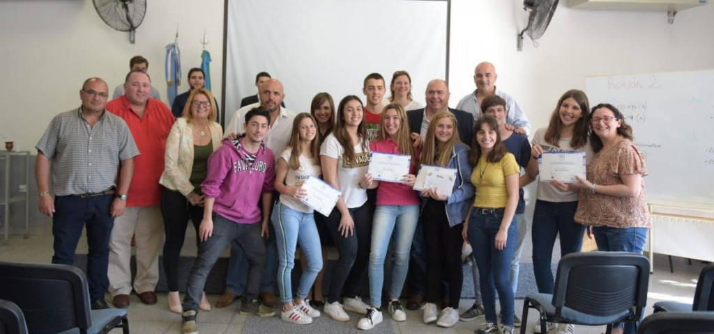 Se realizó en Bolívar un debate para estudiantes de secundaria