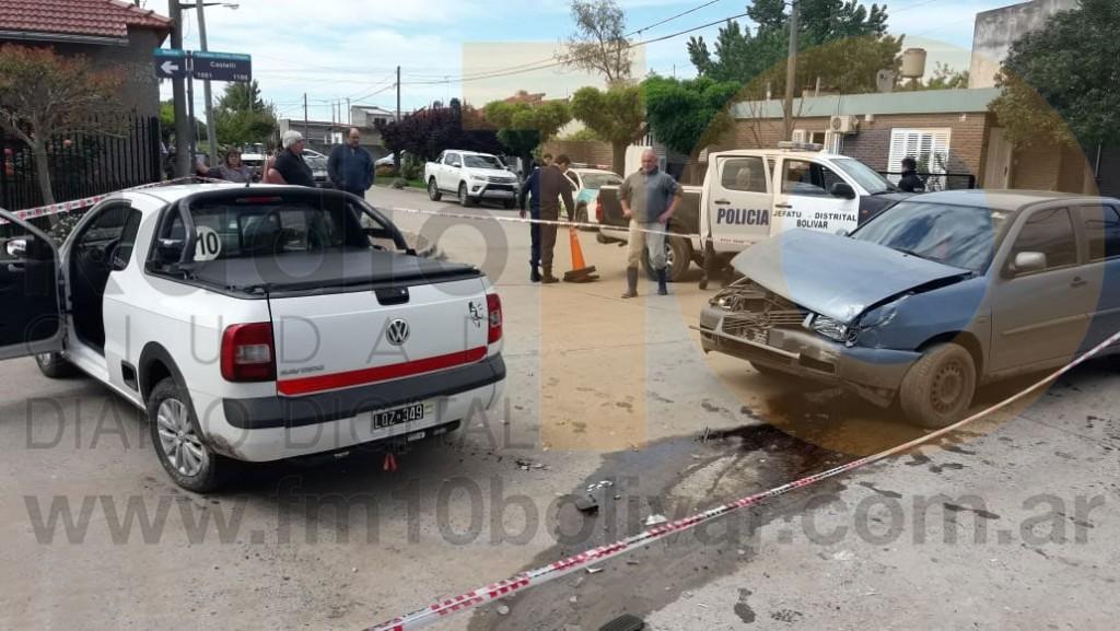 Violento Impacto en Castelli y Vicente López: Auto y camioneta involucrados