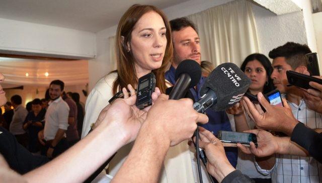 Vidal tuvo que esquivar el reclamo de docentes y familiares de Santiago Maldonado en 25 de Mayo