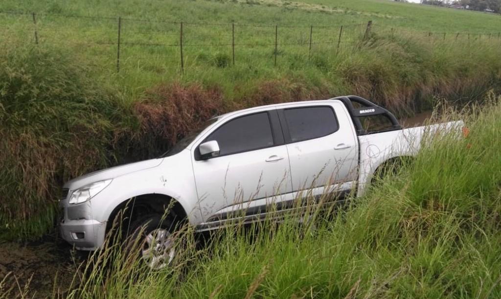 Despiste de una camioneta sobre camino vecinal prolongación Juan Manuel de Rosas