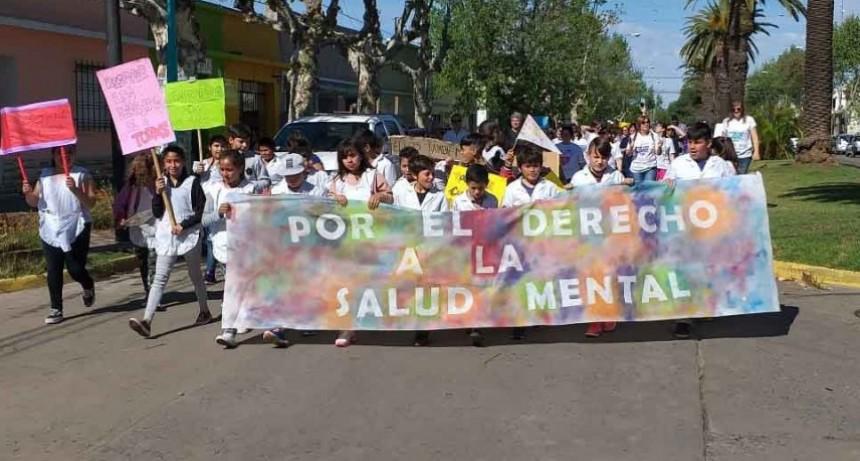 El servicio de salud mental marcho por la inclusión desde el hospital hasta el Centro Cívico