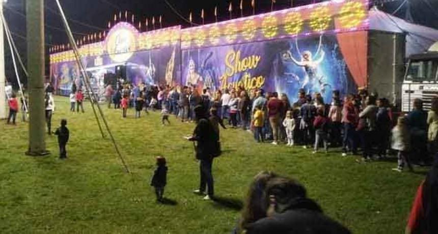 Continua el éxito del Fantástico Show Acuático en Bolívar