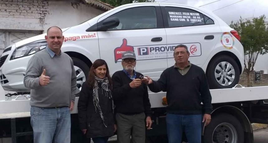 PROVIDUS entregó un automóvil 0km a un vecino de la localidad de Unzue