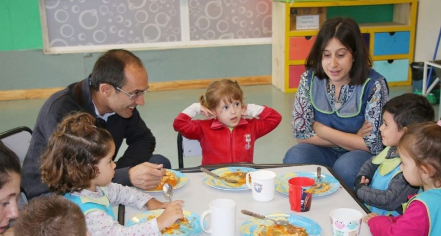 El Intendente Marcos Pisano visitó el Jardín Maternal Municipal El Reino del Revés