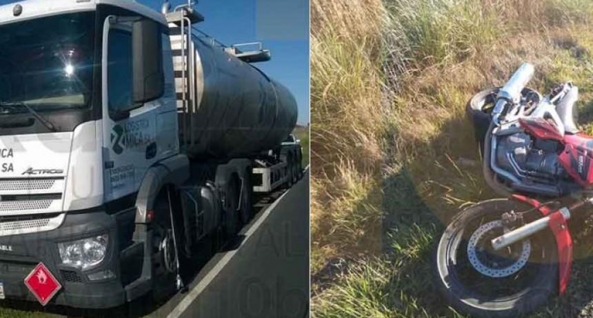 Un motociclista debió ser trasladado al hospital local tras colisionar con un camión en Ruta 65 km 291