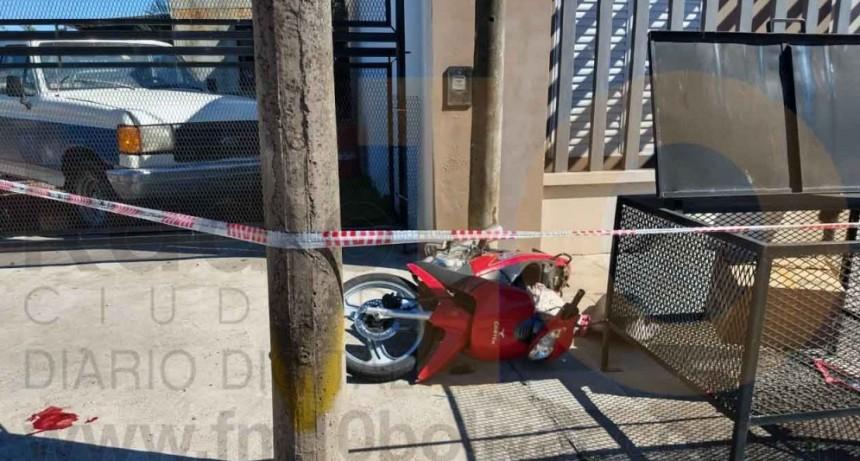 Una motociclista debió ser hospitalizada tras protagonizar un incidente