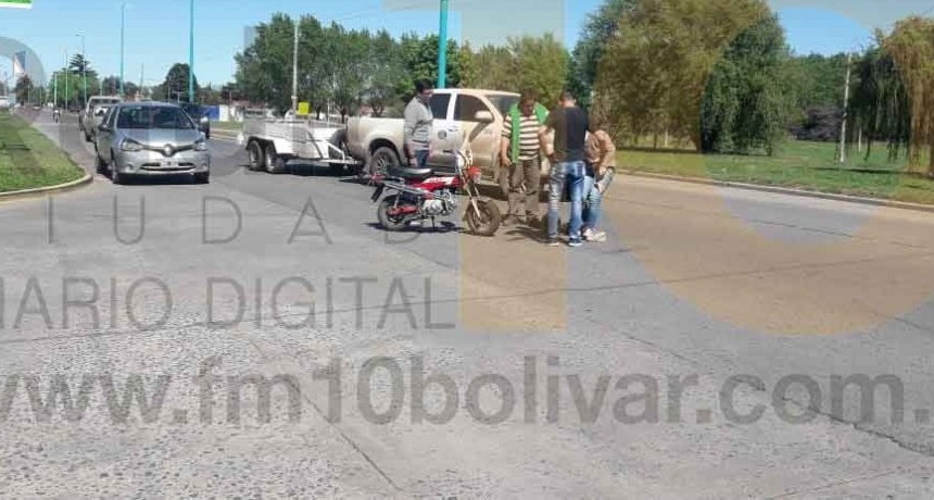 En una accidentada mañana de sábado una motocicleta y un camión fueron protagonistas de un impacto