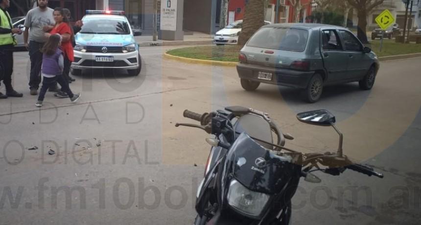 Dos femeninas hospitalizadas de manera preventiva tras impacto en pleno centro de la ciudad