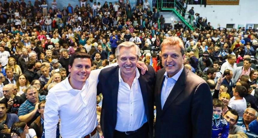 Alberto Fernández estuvo en Olavarría y Bahía Blanca junto a Sergio Massa