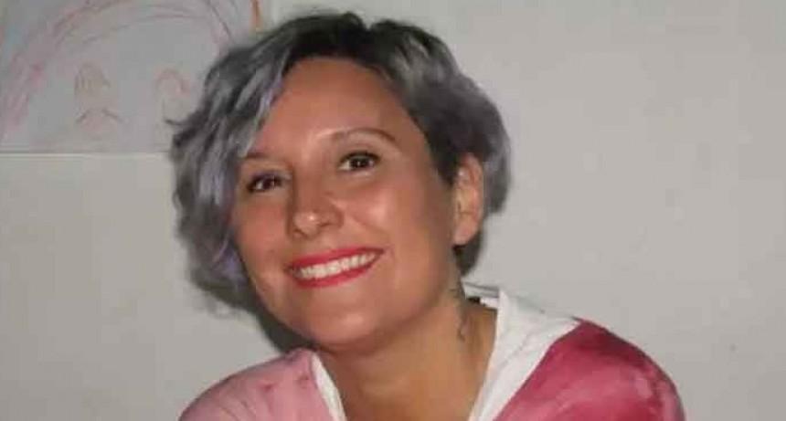 Lorena Mega presenta su libro 'Costura a Tendón' en el Cine Avenida