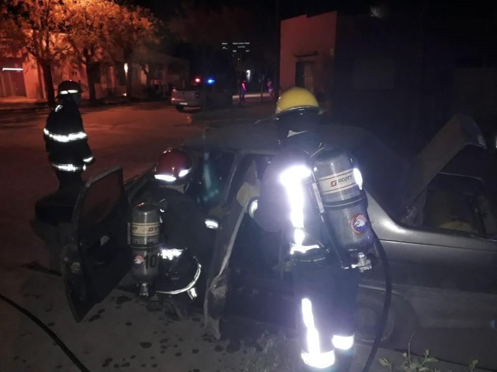 Dos incendios de vehículos en menos de 24 horas, uno sería accidental