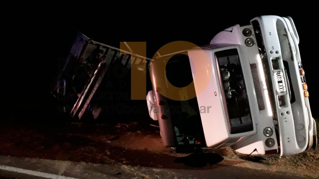 Ruta 226: Volcó un camión cargado con arena