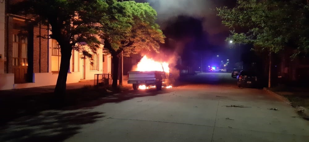 Se incendió una camioneta esta madrugada