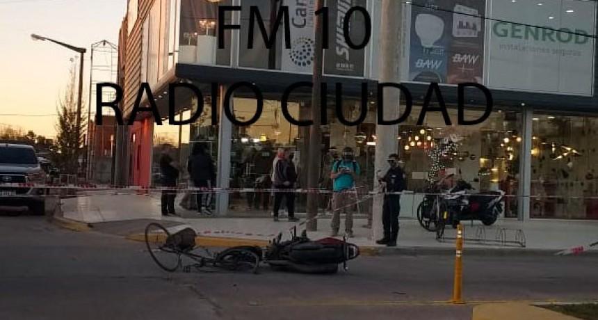Un ciclista y un motociclista protagonizaron un accidente en avenida Juan Manuel de Rosas