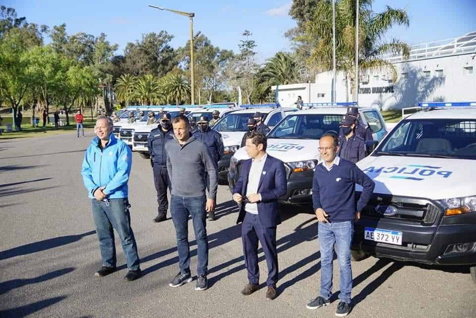 Pisano, Bucca y Kicillof recorrieron el avance de la repavimentación de la RP 65 y entregaron 10 móviles 0km a la policía