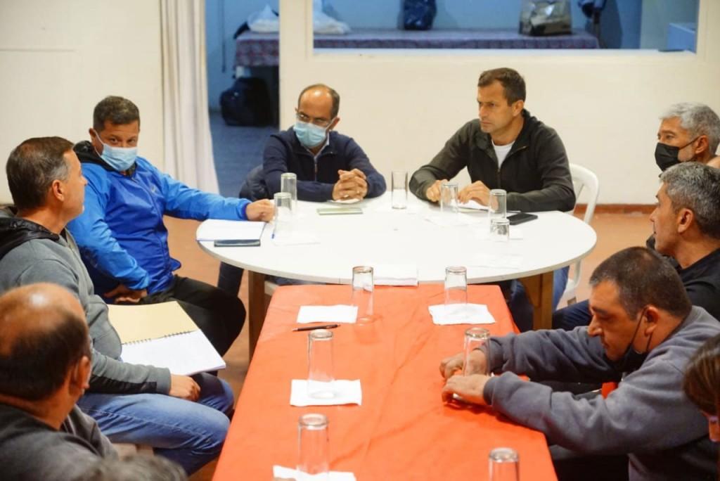 Pisano y Bucca entregaron un aporte económico al Club Casariego