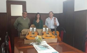 Donaron instrumentos para la Orquesta Escuela y la Banda Municipal de Música