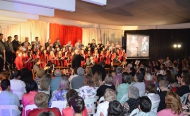 Noche de Coros: Emocionante homenaje a la Misa Criolla y a Astor Piazzolla