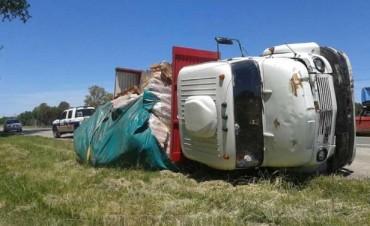 Volcó un camión en ruta 226