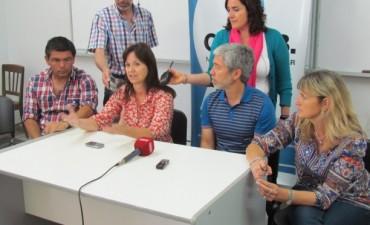 Patricia Ponsernau y Pablo Soria anunciaron la entrega de un millón doscientos mil pesos a escuelas de Bolívar