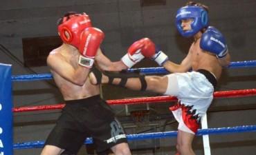 El kick boxing pasó por el Barrio CECO Olavarría