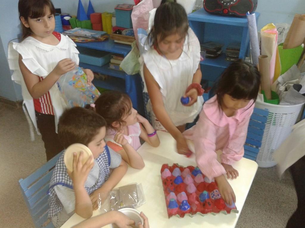 Alumnos De La E P Nº9 Entregaron Juegos Reciclados Al Jardin De
