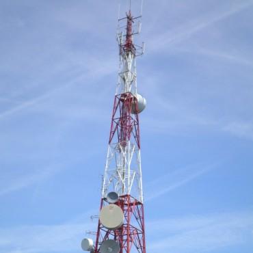 César Luís Ortíz, el técnico que habitualmente repara la 'Repetidora de Canal 8', habló en FM10