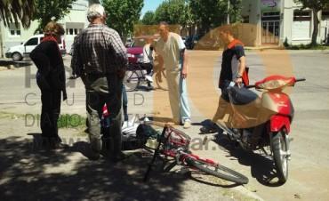 En un incidente de tránsito, un niño cayó a la cinta asfáltica y se golpeó su rodilla