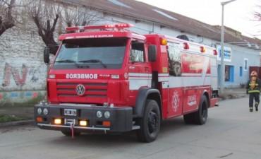 Dos incendios que podrían ser intencional: Los Bomberos acudieron al incendio de una moto y una vivienda, este viernes por la madrugada