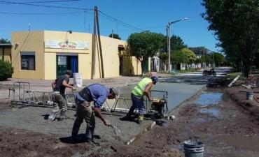 Avanza el pavimento en Barrio Obrero