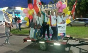 Festejos en la ciudad debido a la tendencia que muestra a Mauricio Macri como ganador