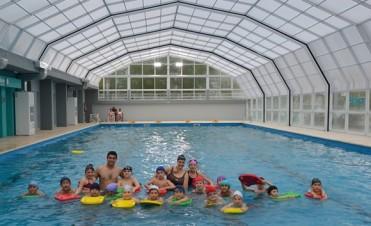 A un mes del inicio de las actividades en el Natatorio Municipal, ya son más de 400 bolivarenses los que la disfrutan