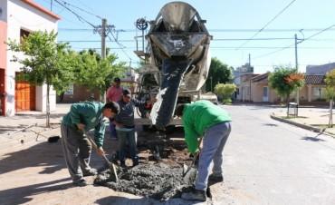 Obras Públicas: Se trabajan en la eliminación de un bache en la calle Olavarría
